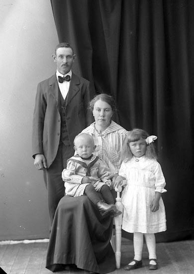 """Enligt fotografens journal nr 4 1918-1922: """"Jansson, Algot Strandnorum Här""""."""