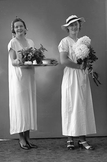 """Enligt fotografens journal nr 6 1930-1943: """"Nelson, Fr. Nora o Birgit Enander Här""""."""