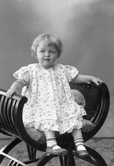 """Enligt fotografens journal nr 6 1930-1943: """"Bernhardsson, Gunel, Solblink, Här""""."""