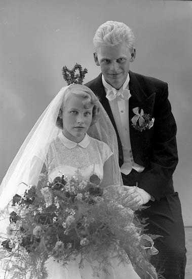 """Enligt fotografens journal nr 8 1951-1957: """"Lindqvist, Herr Sven, Källsby Jörlanda""""."""