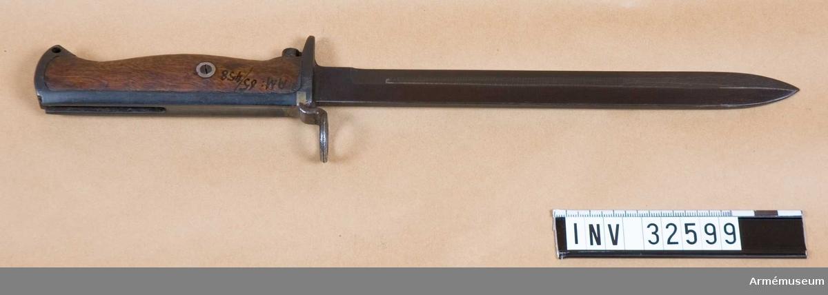 Grupp E II Bajonett till Krag-Jörgensens gevär. Förändrad till bruk på karbin, USA.