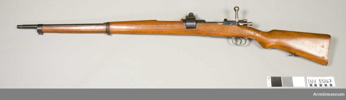 """Grupp E II. Gevär m/1903 med påsatt tryckmätare, Turkiet. System Mauser, """"typ 1898"""". Främre rembygeln saknas. Tillverkningsnummer med arabisk skrift."""