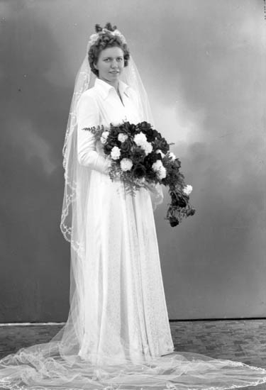 "Enligt fotografens journal nr 7 1944-1950: ""Johansson, Herr Rune, Bagareg. 50, Nyköping""."