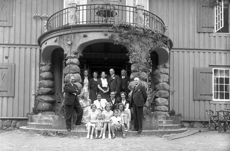 """Enligt fotografens journal nr 6 1930-1943: """"Aspegren, Konsul Stenungsön 65 årsd""""."""
