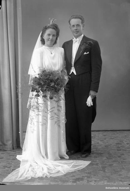"""Enligt fotografens journal nr 7 1944-1950: """"Hallberg, Herr Henry Nösund""""."""