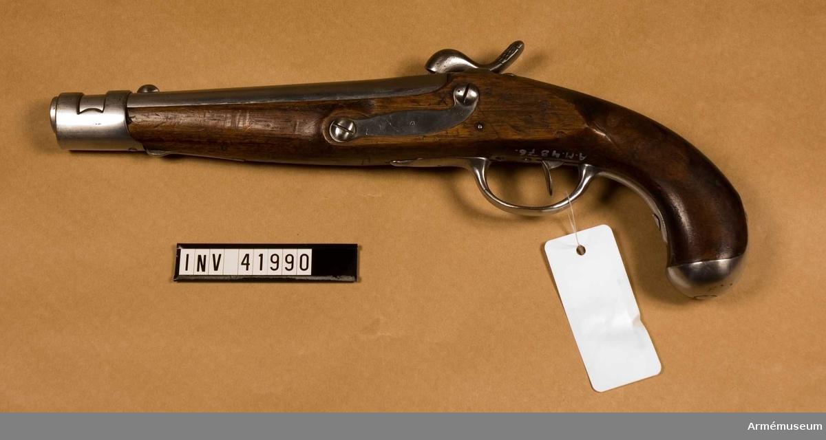 Grupp E III. Beslag av järn. Pistol med slaglås förändrad m/1845 med flintlås.