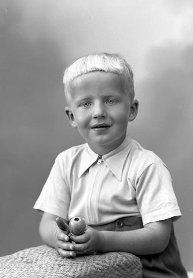 "Enligt fotografens journal nr 9 1958-: ""Andersson, Fru Margit Kärreberg, Varekil""."