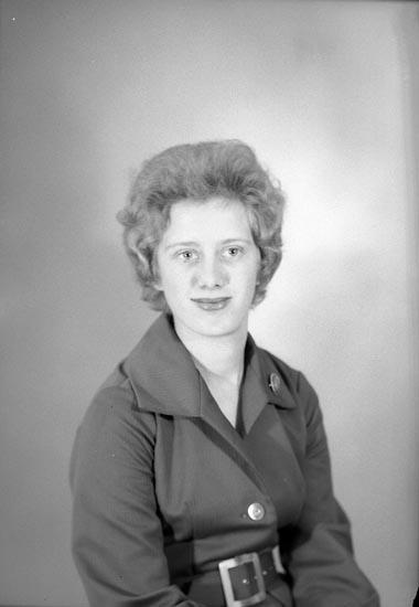 "Enligt fotografens journal nr 9 1958-: ""Abrahamsson, Fr. Anna Greta, Trolltorp, Svanesund""."