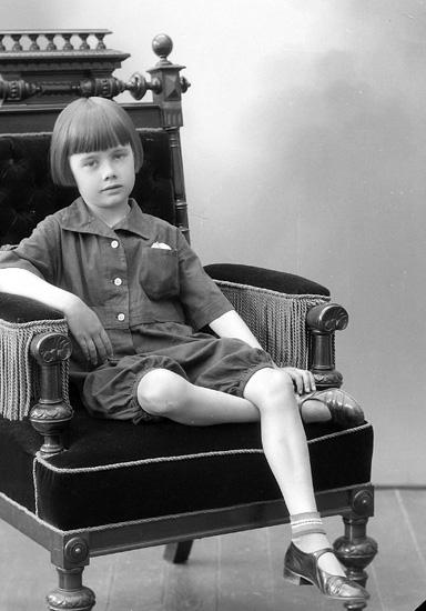 """Enligt fotografens journal nr 6 1930-1943: """"Rutgersson, Lars-Gunnar Ön""""."""