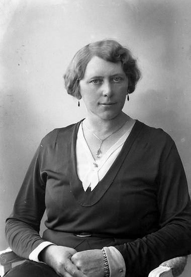 "Enligt fotografens journal nr 6 1930-1943: ""Wikloff, Fr. Hulda Sofiag. 58 Gbg""."