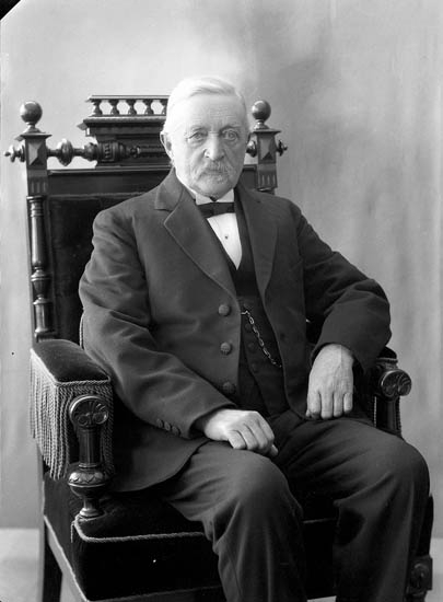"""Enligt fotografens journal nr 5 1923-1929: """"Rehnberg, herr John Strandnorum Här""""."""