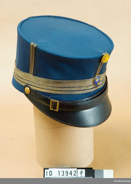 Grupp C I. Ur uniform för överstelöjtnant vid Fortifikationen, bestående av kollett, ridbyxor, mössa. Till uniformen hör stövlar AM 31404.