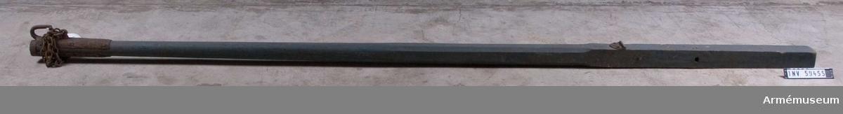 Grupp F I.  Kanonen är sammansatt av eldrör, lavett, riktskruv med vev, pinnkapell, handspik, inventionsviskare med borste, fodral till viskarehuvud, plunderskruv, föreställare med tistel och två svänglar, luntstake med lunta.