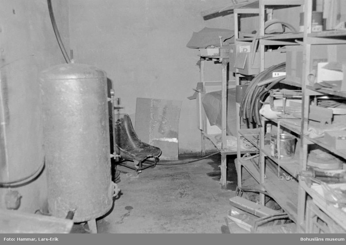 """Motivbeskrivning: """"Widholms industri AB, lager och acetonbad."""" Datum: 19800911"""
