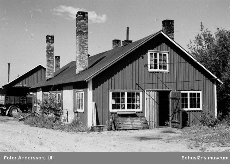 """Bohusläns samhälls- och näringsliv. 2. STENINDUSTRIN. Film: 46  Text som medföljde bilden: """"Smedjan. Aug. 1977."""""""