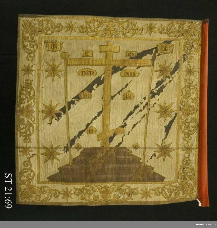 Huvudmotivet, placerat på ett trappostament utgörs av ett ryskt-ortodoxt kors på Golgata samt passionsinstrumenten dvs lansen, svampen och stången