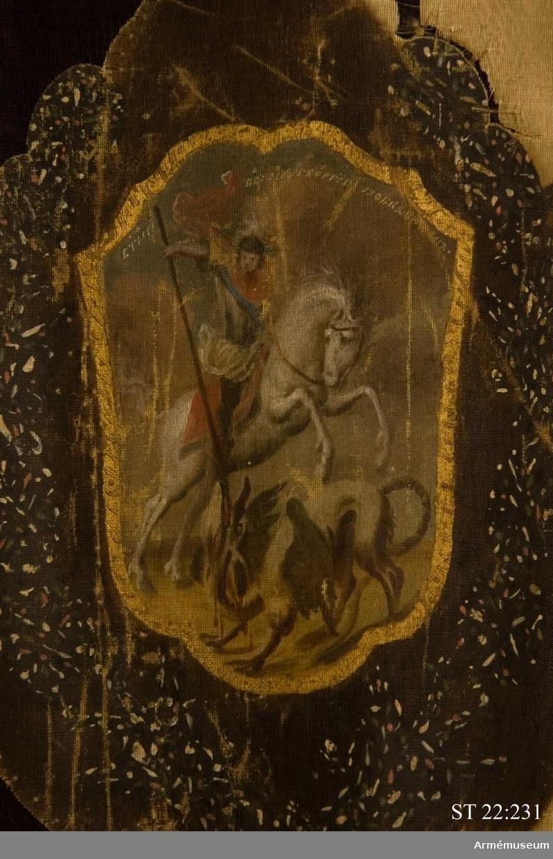 Duk av vitt siden med målad dekor och frans av metalltråd. På båda sidor avbildas den ryska dubbelörnen med andreasorden kring halsen. I de fyra hörnen ovala, rosa medaljonger med guldbård. Runt dukens fyra sidor löper en grön bård med vågigt mönster i guld. På yttre sidan syns St Georg och draken i en sköld på örnens bröst. I medaljongerna kejsarinnan Elisabet Petrovnas krönta monogram i guld. På inre sidan syns staden Elets vapensköld på örnens bröst. De två övre medaljongerna bär kejsarinnans monogram medan de nedre troligen anger kompaniets nummer. På duken är fäst en pergamentslapp med uppgift om att standaret är taget i slaget vid Svensksund 1790. Duken är fäst vid en tunn järnten som i sin tur är fäst i öglor på standarstången.