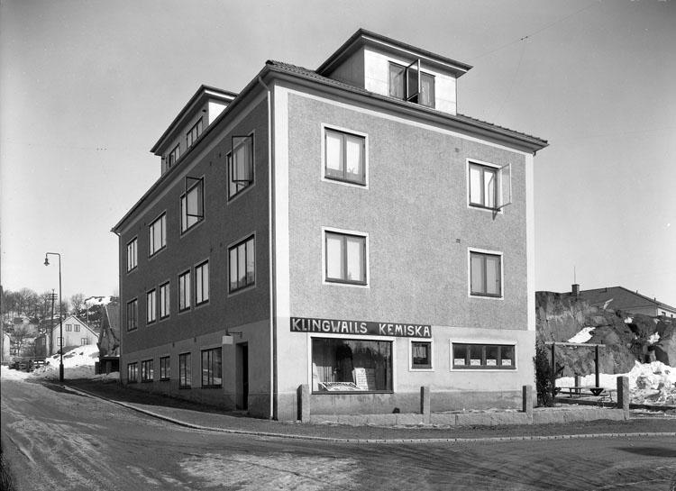 """Uppgift enligt fotografen: """"Uddevalla. Klingwalls Kemiska Uddevalla."""""""