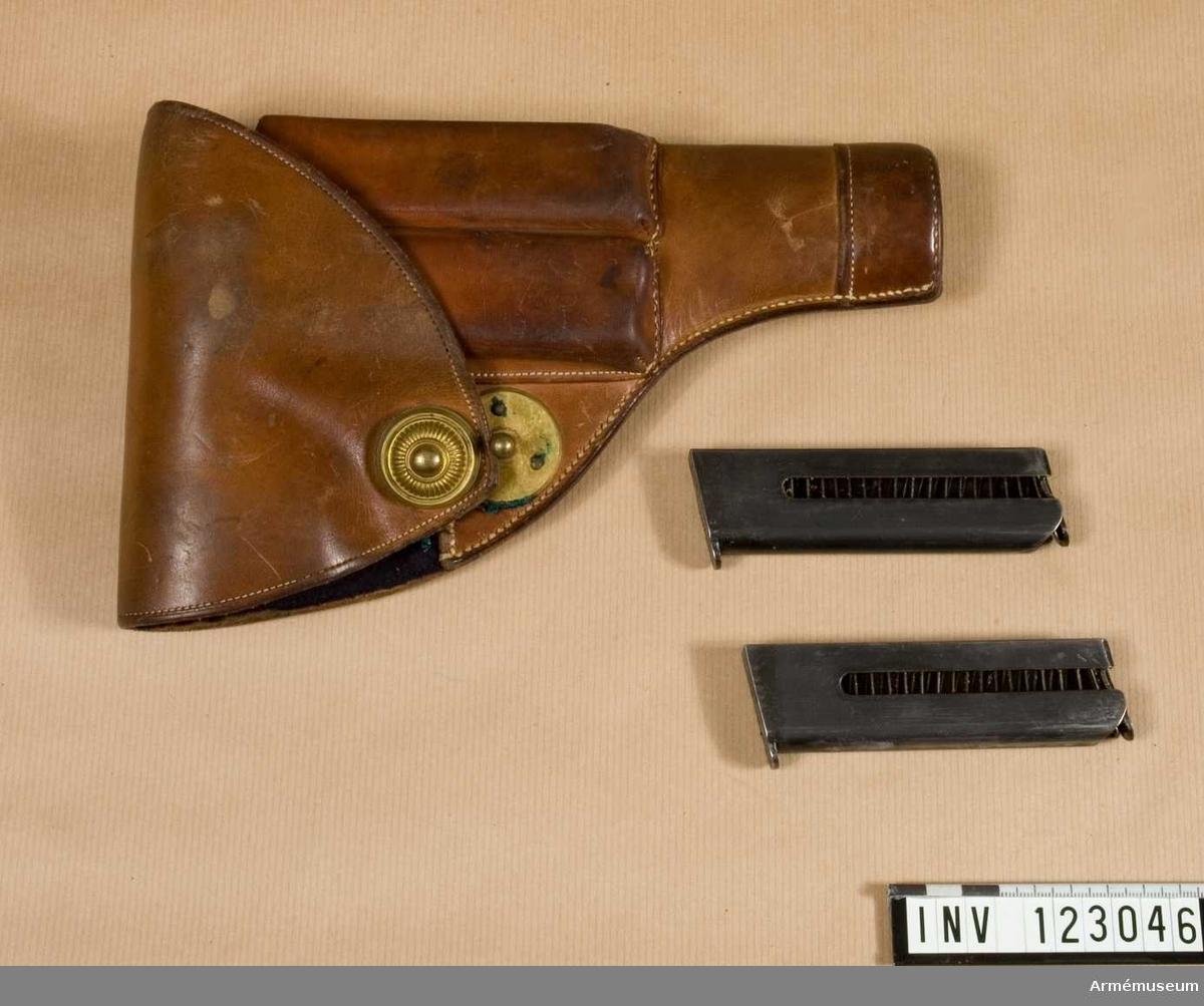 Grupp E III. Fodral med artilleriknapp m/1908 till pistol m/1907.