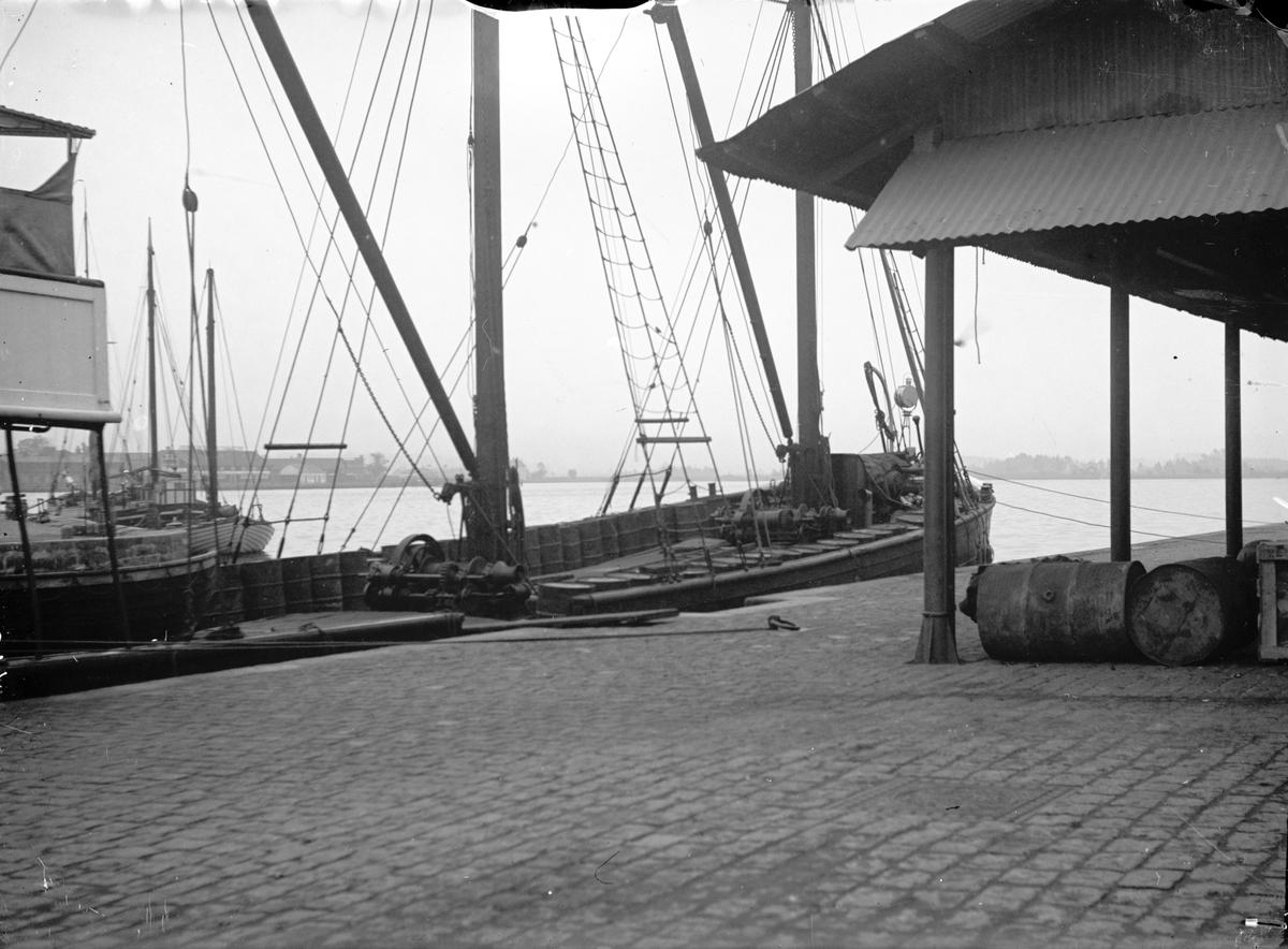 Segelfartyg i inre hamnen i Jönköping.