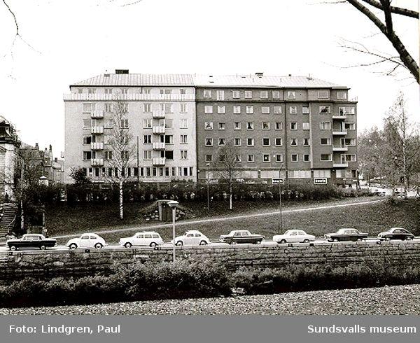 Storgatan 31. Skandiahuset, samt parti av Ågatan.