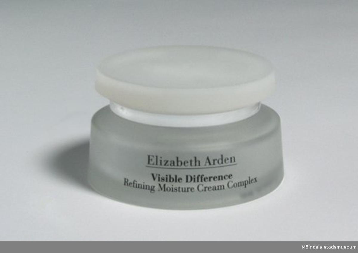 Krämburk av märket Elizabeth Arden Visible Difference, Crème Complexe Hydratante. Har innehållit ansiktskräm, 75 ml.