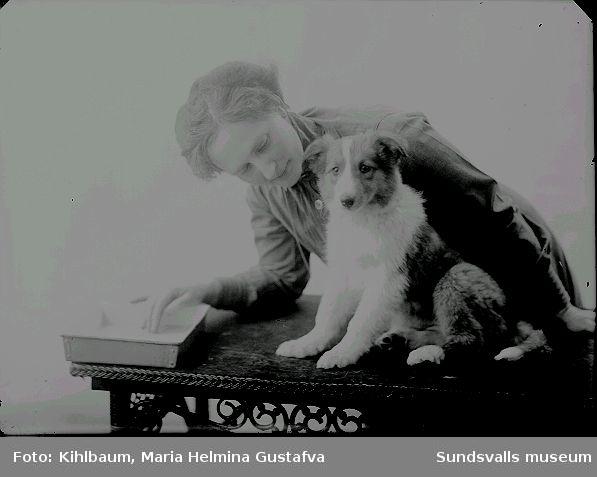 Fotografen Maria Kihlbaum med en av sina älskade colliehundar.