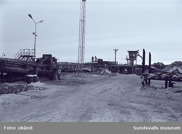 Domsjö sågverk, timmermottagning,barkmaskiner, el-mek-verkstad m.m.