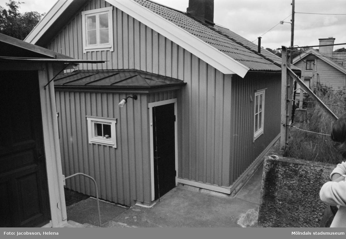 Exteriörbild av bostadshus på Roten M 22 i Mölndals Kvarnby som användts som ateljé, 1972.