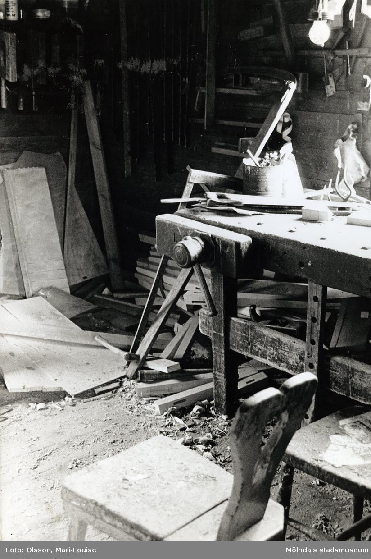 "Gustav Johanssons snickeriverkstad ""TomteGustavs"" i Sagered, Lindome, 1987."