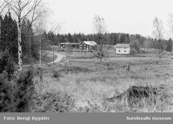 Kulturmiljöinventering.Bildtext  Smedsgården 1:6 mot Ö.