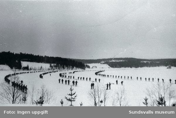 Hela bataljonen samlad på Norrbjörkens is.