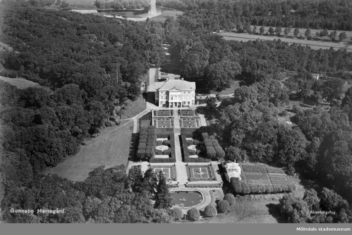 """Flygfoto """"Gunnebo Herregård"""" taget från söder. Gunnebo slott, 1930-tal."""