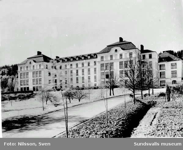 Det nya och större länslasarettet stod klart 1908.
