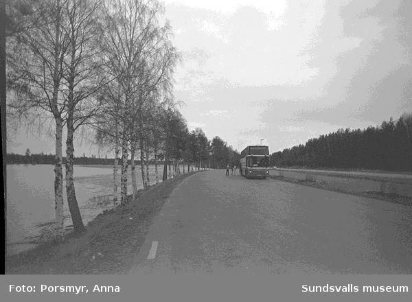 Dokumentation av en bussresa med Y-bussen Sundsvall - Stockholm tur och retur, 1998.Se bildtexter och fotoprotokoll.