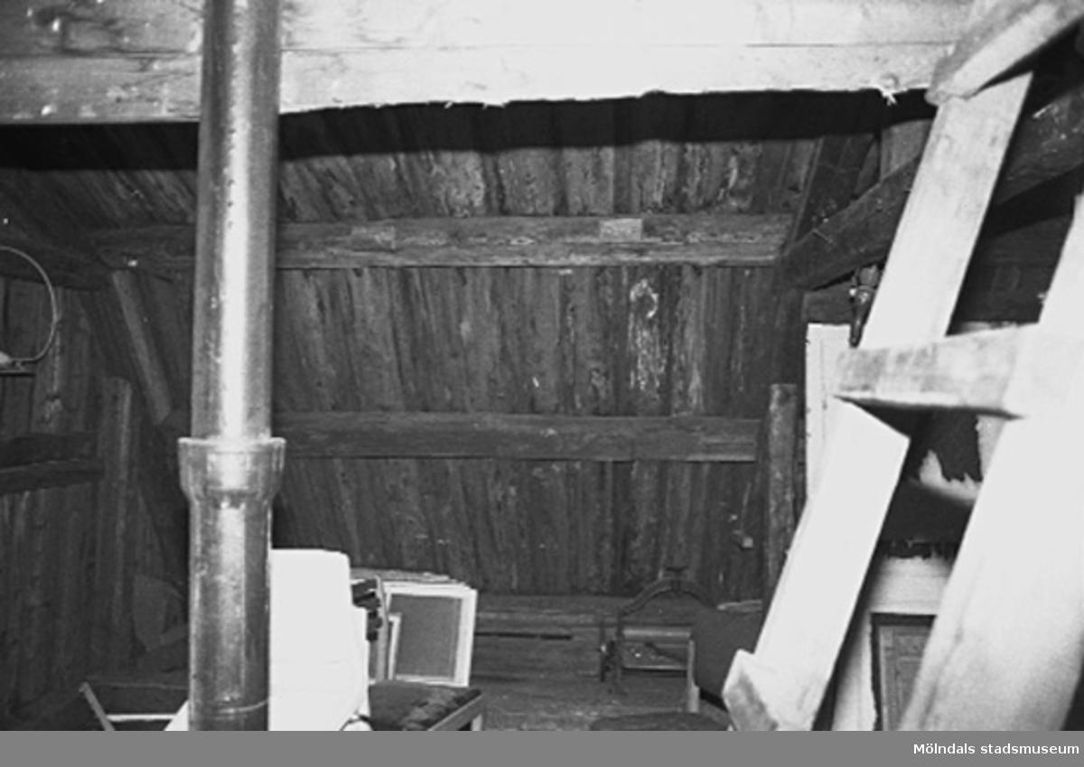 Interiör i fabriksbyggnad. Möjligt loft med träinredning.