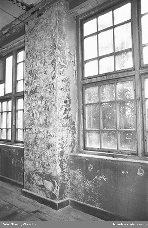 Werners fabriker, Lindome. Byggnadsdetaljer: Fönster. Hösten 1994.