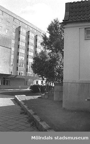 Till vänster ses det höga Mölndals sjukhus, år 1992.