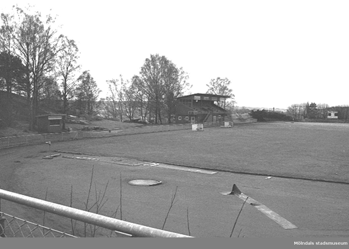 Kvarnbyvallen innan läktaren revs, mars 1993.