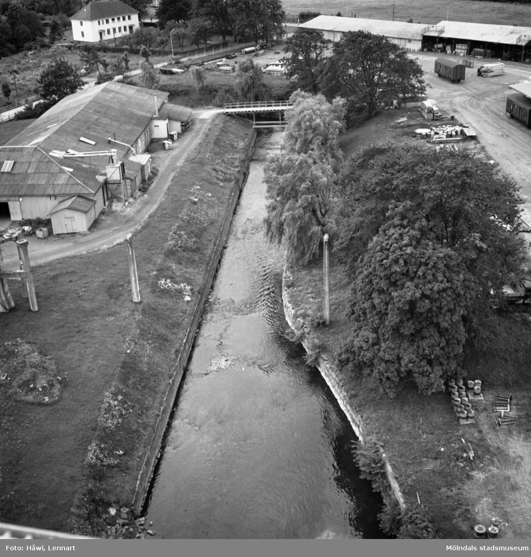 Mölndalsån på Papyrus fabriksområde i Mölndal, 21/7 1970.