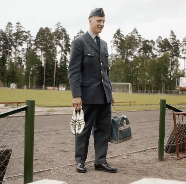 Brevbäraren på bilden är med stor sannolikhet Owe Jonsson. Owe Jonsson var brevbärare i Växjö och vann EM-guld i Belgrad den 16 september 1962 i löpning 200 meter, bara 13 dagar senare omkom han i en bilolycka.