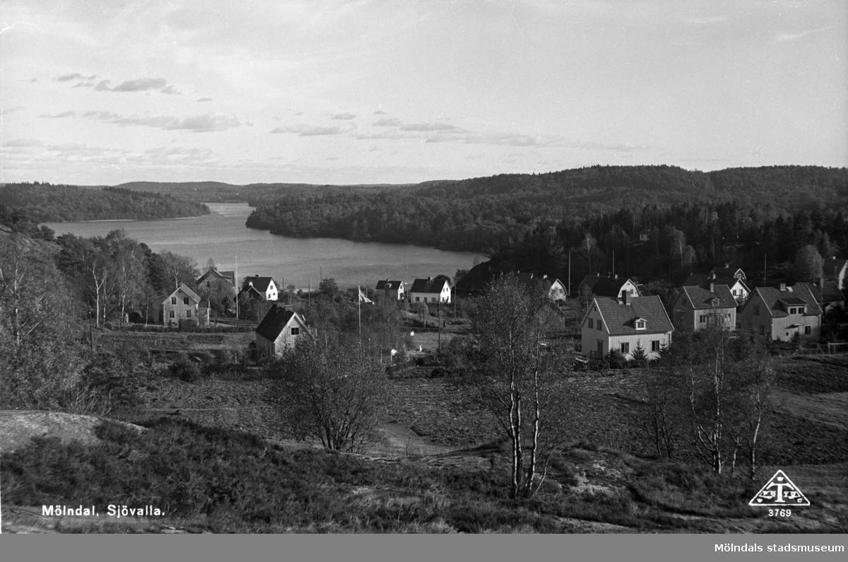 Bebyggelse vid Brovaktaregatan, tidigare Karlagatan. I bakgrunden ses Rådasjön.