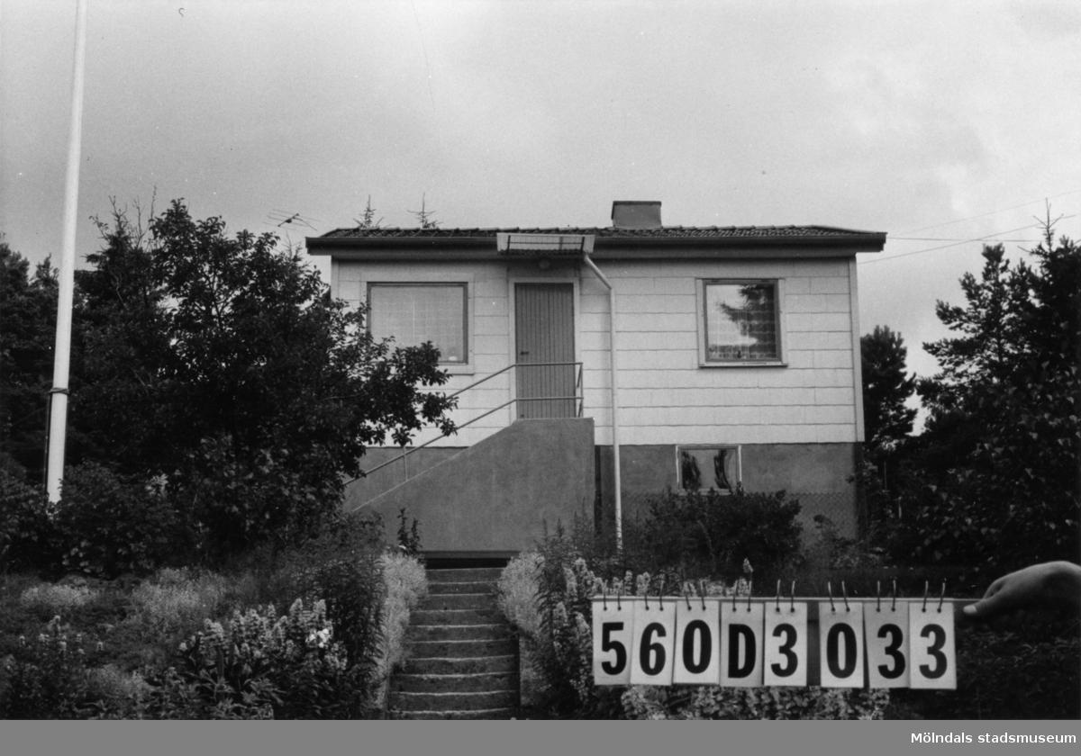 Byggnadsinventering i Lindome 1968. Fagered 2:22. Hus nr: 560D3033. Benämning: fritidshus och gäststuga. Kvalitet: god. Material, fritidshus: eternit. Material, gäststuga: trä. Tillfartsväg: framkomlig. Renhållning: soptömning.