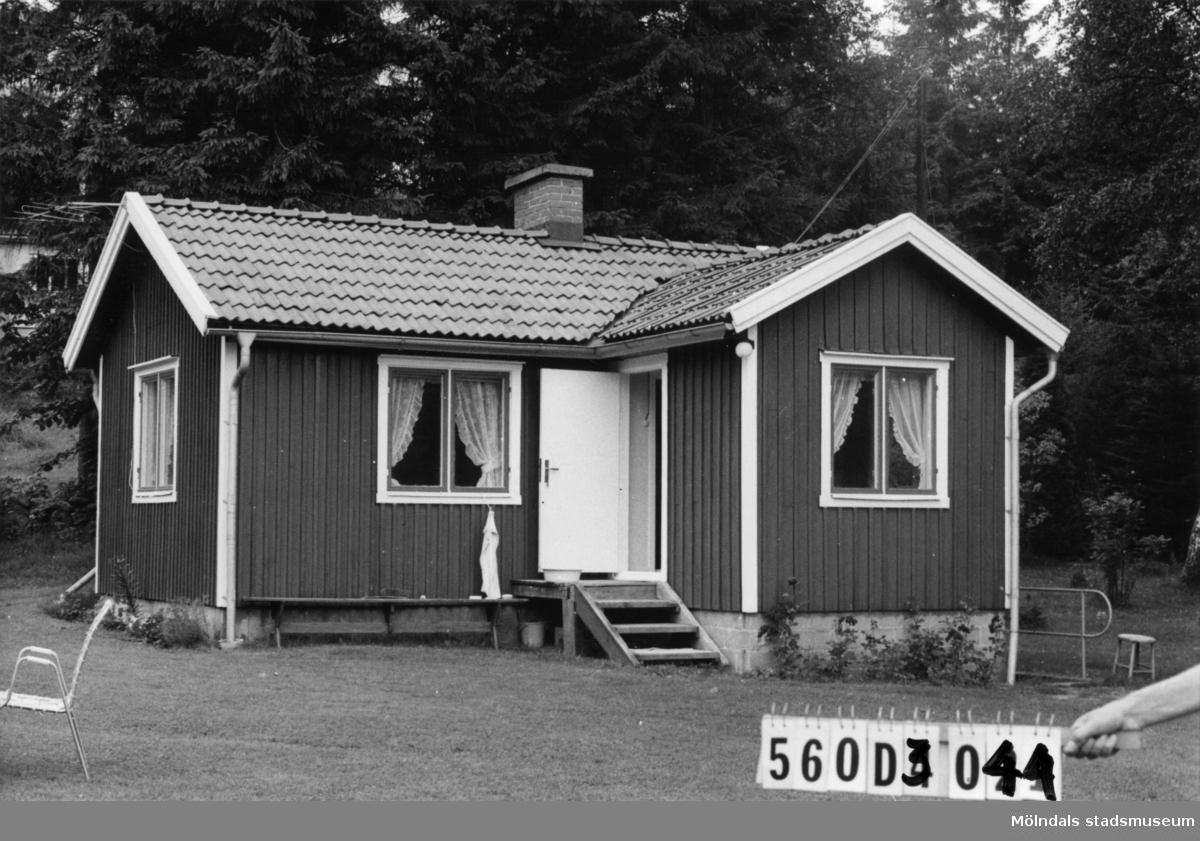 Byggnadsinventering i Lindome 1968. Fagered 2:11. Hus nr: 560D3044. Benämning: fritidshus och redskapsbod. Kvalitet: god. Material: trä. Tillfartsväg: framkomlig. Renhållning: soptömning.