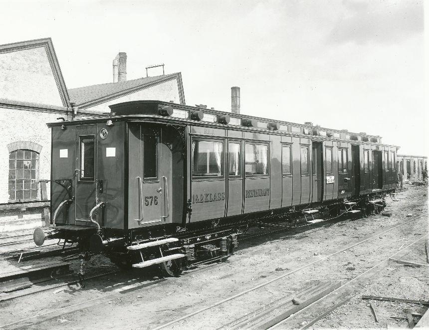 Fotografi föreställande Järnvägspostvagn Litt ABDF 576 på järnvägssträckan Helsingborg-Hässleholm. Tillverkad 1906.