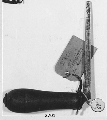 Vindjärn med svansskruv, av järn med handtag av trä