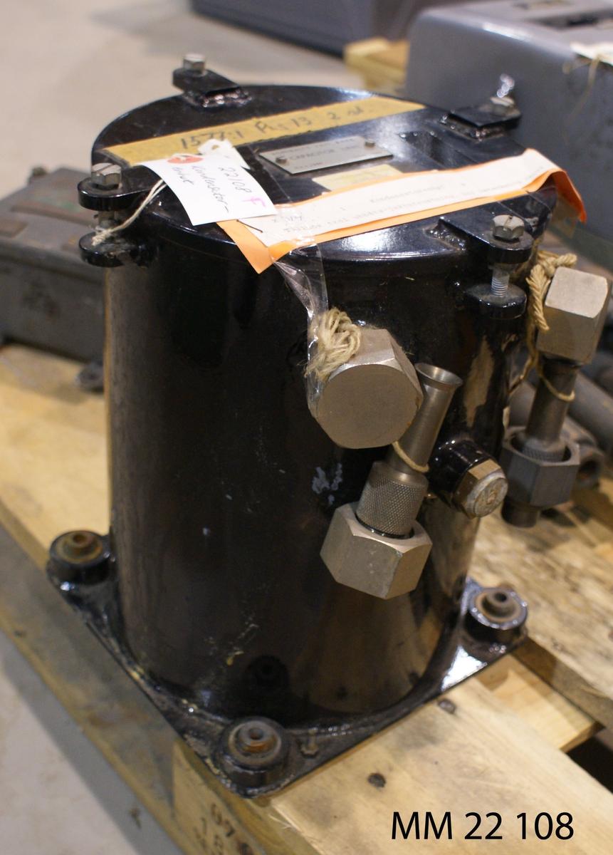 Kondensatorenhet av metall. Med beteckning AMITY - A446.  X 314.