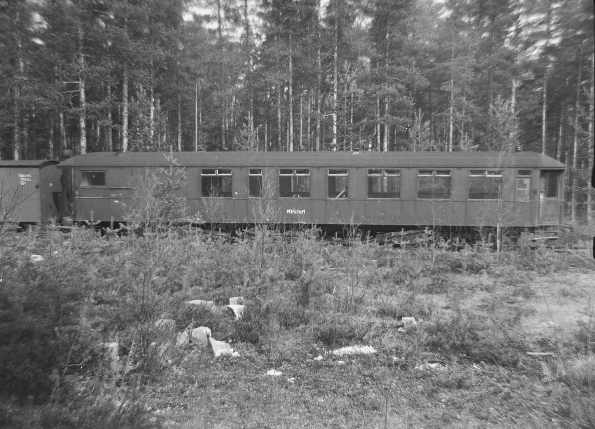 Personvogn CFo 225 fra Sulitjelmabanen ble kjøpt av Carl Frederik Thorsager og lagret på Kløftefoss før overføring til Setesdalsbanen.