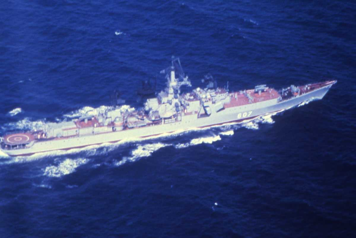 Russisk fartøy av Kresta II - klassen med nr. 607.