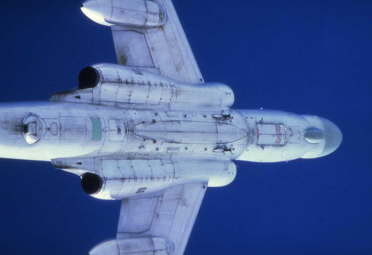 Russisk fly av typen Badger C med nr. 42.